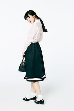 Human Pictures, Model Pictures, Komatsu Nana, Human Poses Reference, Minimalist Fashion, Minimalist Style, Kawaii Girl, Face And Body, Midi Skirt