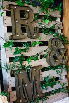 #receptionflowers#weddingflowers#ivy#skiddecor#bradfordgreenhouses