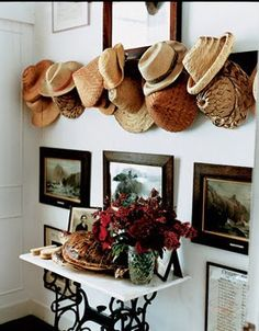 hats in the entry=love!