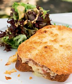 Olivier Anquier lança seu primeiro livro de receitas e compartilha com a gente uma receita incrível da versão francesa dessa sanduíche que amamos. Bon appétit!