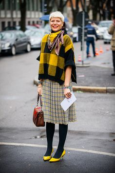 Plaid on plaid Autumn Fashion 2018 Street, Autumn Winter Fashion, Pattern Mixing Outfits, Librarian Style, Tartan Fashion, Jessica Parker, Outfit Invierno, Advanced Style, Fall Winter Outfits