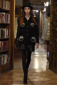 Chanel Pre-Fall 2015 Runway – Vogue (=)