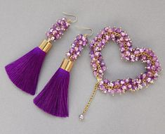 Raw geode earrings for her that are cheap, unique and fabulous! Purple Jewelry, Purple Earrings, Beaded Earrings, Beaded Bracelets, Tassel Jewelry, Bead Jewellery, Beaded Jewelry, Wedding Jewelry Sets, Bridal Jewelry