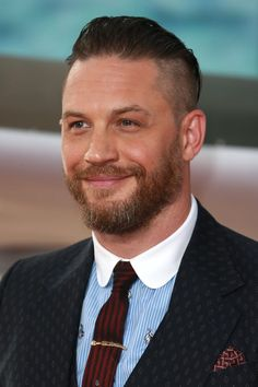 Tom Hardy arrives at the 'Dunkirk' World Premiere at Odeon Leicester Square on July 2017 in London, England. Get premium, high resolution news photos at Getty Images Tom Hardy Beard, Tom Hardy Actor, Tom Hardy Hot, Tom Hardy Dunkirk, Beard Humor, My Tom, Karl Urban, Hollywood Actor, Avan Jogia