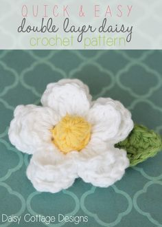 Learn how to crochet a beautiful daisy with this easy FREE! crochet pattern. Use the traditional white and yellow or make it in an array of colors. #crochetidea #daisycottagedesigns