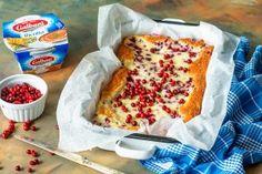 Puolukka-ricottapiiras on ihastuttava syysleivonnainen. Kirpakka puolukka taittuu miedon ricotta-tuorejuuston joukossa täydellisen herkulliseksi makupariksi. Kokeile ja ihastu! Joko, Ricotta, Pie, Bread, Desserts, Torte, Tailgate Desserts, Cake, Deserts
