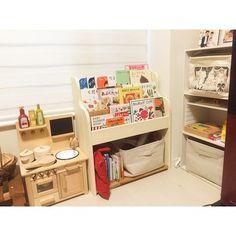 おもちゃ収納と絵本収納が一体に。 壁や他の家具になじんで見た目もすっきり。 Tidy Up, Kids And Parenting, Table, Furniture, Home Decor, Decoration Home, Room Decor, Tables, Home Furnishings