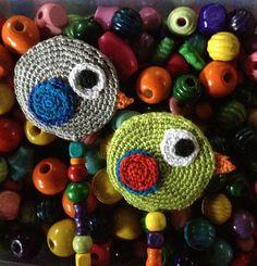 Handmade crochet / amigurumi pacifier clip / Sujeta chupetes / Chupetero hecho a mano en ganchillo by Pitis&Lilus .Más información /More information pitisandlilus@gmail.com Blog http://pitisandlilus.blogspot.com.es ✿. ☺