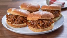 Served in a bun and topped with a tasty sauce, it's the perfect dish for your next get-together. Boneless Pork Roast, Mini Crab Cakes, Cooking For Three, Shredded Pork, Pulled Pork Recipes, Pork Dishes, Great Recipes, Supper Recipes, Mary's Kitchen