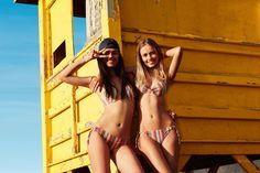 #Sujetador #bikini con aro y #foam fijo de #estampado étnico #multicolor. Copas B y C. #Braguita #bikini con #estampado étnico #multicolor con cordones ajustables en laterales. #Sujetador #Bikini push up +1 con aro de #estampado étnico #multicolor. Detalle de peto con tela cruzada. Posee tirantes con doble posición. #Braguita #bikini con #estampado étnico #multicolor. Detalle de cordones ajustables en laterales.