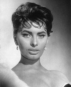 Sophia Loren by Piero Giagnoni Brigitte Bardot, Marlene Dietrich, Divas, Sophia Loren Images, Old Movie Stars, Italian Actress, Italian Beauty, Portraits, Old Hollywood Glamour