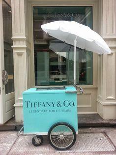 Tiffany & Co ice cream cart. I worked for Tiffany at one time. Azul Tiffany, Bleu Tiffany, Verde Tiffany, Tiffany And Co, Tiffany Party, Color Splash, Color Pop, Splash Art, Mint Color