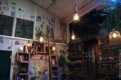 """L'Improbable : dans ancien garage, sandwichs """"pistolets"""" variés et desserts gourmands. 3-5 rue des Guillemites - 4ème"""