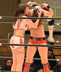 Join Kiss Lock Woman Wrestling Submission   Hold Picture Gallery