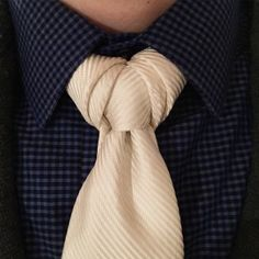 Vidalia necktie knot how to video
