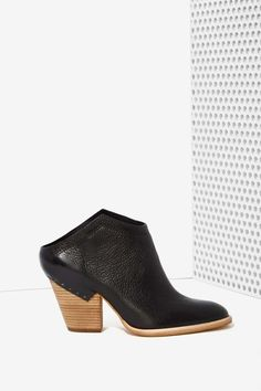 Dolce Vita Haku Leather Bootie | Shop Shoes at Nasty Gal
