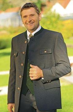Erzherzog Johann hat den Steirer Anzug populär gemacht. Durch das Vorbild aus dem Kaiserhaus hat sich der Steirer Anzug schnell in der Bevölkerung etabliert und zählt auch heute noch als der klassische Trachtenanzug.