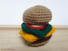 Hamburger für Kaufmannsladen. Häkelanleitung von creaTIFFIty.de #Häkeln #Häkelanleitung #DIY #creaTIFFIty #Makerist #MyBoshi