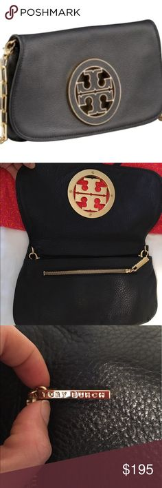 Tory burch Amanda cross body bag 8W 5H 1.4 D strap 20.5-21.5 pebbled leather clutch/cross body with hidden magnetic closure. Gold chain like strap adjustable and removable so can serve as a  cross body, short shoulder bag or clutch. Gold hardware, front logo detail.  Comes with duster.  Perfect for evenings or days on the go! Tory Burch Bags Crossbody Bags