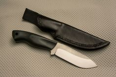 """Black H.13, knife N690Co Bohler, full tang bevel flat, blade length 115 mm, thickness 3.5 mm, total length 230 mm, handle Micarta black linen, pins and tube passes lanyard carbon scabbard handmade, vegetable tanned leather now with sheath and sharpening I can say """"finished"""" Black H.13,coltello in n690co bohler, full tang bisellatura flat, lunghezza lama 115 mm, spessore 3,5mm , lunghezza totale 230mm, manico in micarta linen nera, perni e tubetto passa cordino in carbonio, fodero handmade."""
