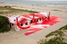 Katharina Grosse colours decaying building at Rockaway Beach