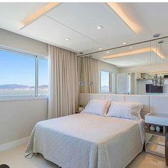 Esse quarto e essa vista! 😍  bom diaa gente!!! regram @dileiabezerra_arquiteta Quarto com tons neutros, não tem erro! 👻 dileia_bezerra. 💛 Assim eu amo!!! Sigh tbm @dileia_bezerra -----Referência da Noite ✔️ Se o projeto for seu marque aqui 😍 Amazing!!!!!!!! #decordecoration #decorazione #home #estilos #cool #decor #design #ambientes #designdeinteriores #decoration #interiores #arquitetura #arquiteta #amazing #instagood #arquiteta #style #instamood #instadecor #inspiração #beautiful…