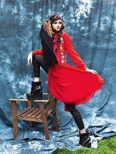 Inspiration image for THE SEAGULL from director, Elizabeth Dinkova. Russian Fashion, Russian Style, Typical Russian, Folk Fashion, Floral Scarf, Boho Gypsy, Alternative Fashion, New Look, Shawl