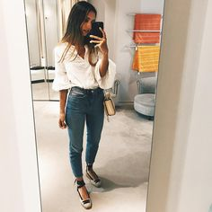 """30.6 mil Me gusta, 58 comentarios - Grace Villarreal (@gracyvillarreal) en Instagram: """"Long time no see."""" Grace Villarreal, Urban Outfits, Fashion Outfits, Mom Jeans, Spring Summer, Street Style, Style Inspiration, Instagram, Pants"""