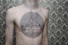Des tatouages avec des lignes et formes géométriques qui changent des tattoos qu'on peut voir !