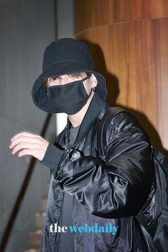 BTS at Gimpo airport go to HongKong Jung Kook, Jung Hyun, Busan, Rapper, Bts Twt, Jeon Jeongguk, Press Photo, Record Producer, South Korean Boy Band
