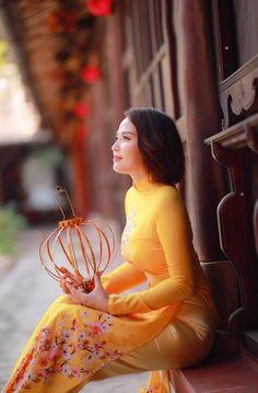 Vietnamese Traditional Dress, Traditional Dresses, Ao Dai, Get In Shape, Asian Beauty, Disney Princess, Lady, Bikinis, Womens Fashion