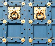 COLORFUL DOOR HANDLES OF HISTORIC CHURCH IN PHILADELPHIA | Love's Photo Album