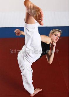 Tracy Chase Martial Arts Styles, Martial Arts Women, Mixed Martial Arts, Taekwondo Girl, Karate Kick, Female Martial Artists, Fighting Poses, Martial Arts Workout, Tough Girl