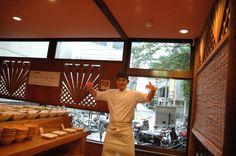 第1回 エズのワイン祭 初のワインイベントに気合いの入るエズの吉川店長