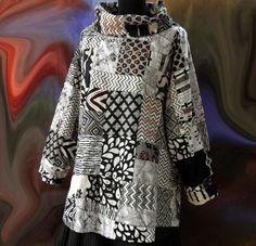 Pull tunique femme noir et blanc en patchwork de coton rebrodé main : Pulls, gilets par akkacreation