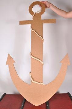 A real anchor can also be made of cardboard, on a pirate birthday! - A real anchor can also be made of cardboard, on a pirate birthday! A real anchor ca - Deco Pirate, Pirate Day, Pirate Birthday, Pirate Theme, Mermaid Birthday, Anchor Birthday, Pirate Crafts, Vbs Crafts, Under The Sea Theme