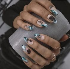 The Best Nail Art Designs – Your Beautiful Nails Love Nails, Pretty Nails, Fun Nails, Almond Nails Designs, City Nails, Nagel Blog, Minimalist Nails, Stylish Nails, Nagel Gel
