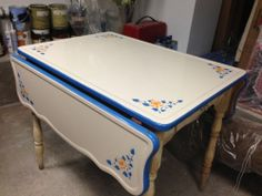 Want this, Vintage enamel top table Vintage Kitchen Decor, Vintage Table, Vintage Decor, Retro Table, Rustic Country Kitchens, Cottage Kitchens, Retro Furniture, Home Decor Furniture, Kitsch