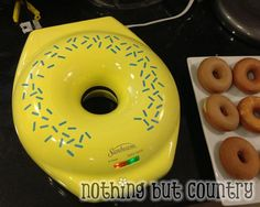 Cake Donuts using Sunbeam Donut Maker - Easy and Delicious Mini Doughnuts, Donut Muffins, Mini Donut Maker Recipes, Homemade Baked Donuts, Cake Pop Maker, Pancakes Easy, Cupcakes, Sweet Desserts, Yummy Treats