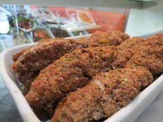 """Le kefta est une boulette de viande hachée (plus souvent d'agneau mais aussi de bœufs) agréablement parfumée de pleins d'épices.  Dans votre restaurant """"Miam Miam"""" à Vincennes tous les produits sont frais et les plats cuisinés de façon traditionnelle !  Restaurant traiteur - Sur place ou à emporter -  01 48 08 57 81  18 Rue de Montreuil, 94300 Vincennes, France"""