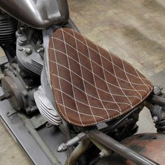 HI-BACK BROWN THIN DIAMOND SOLO SEAT LARGE GENUINE LEATHER HARLEY BOBBER CHOPPER