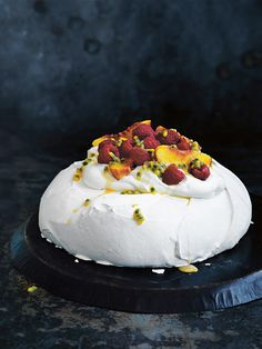 Planning on entertaining? Whip up the perfect mouthwatering pavlova for a crowd-pleasing, delicious dessert.