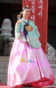 Korean drama [Dong Yi] = 인현왕후 민씨 [Queen Inhyeon] - 박하선 (Park Ha-sun)♡♡Dong Yi(Hangul:동이;hanja:同伊) is a 2010 South Korean historical television drama series, starringHan Hyo-joo,Ji Jin-hee,Lee So-yeonandBae Soo-bin.About the love story betweenKing SukjongandChoi Suk-bin, it aired onMBCfrom 22 March to 12 October 2010 on Mondays and Tuesdays at 21:55 for 60 episodes.