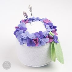 Sizzix Die Cutting Tutorial Hydrangea Pin Cushion by Amy Friend Hand Sewing Projects, Sewing Crafts, Felt Crafts, Fabric Crafts, Cushion Tutorial, Pillow Tutorial, Small Blankets, Needle Book, Sewing Accessories