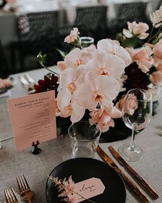 Women's Special: Four-Strategies Flowers Can Modify Your Working Day-To-Day Lifestyle Trend Alert Modern Orchid Wedding Ideas One Fab Day Uk Orchid Centerpieces, Wedding Table Centerpieces, Wedding Table Settings, Centerpiece Ideas, Centerpiece Flowers, Modern Wedding Decorations, Modern Wedding Ideas, Black Centerpieces, Birthday Table Decorations