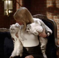 The Cat Lady Singing Star™ Taylor Swift