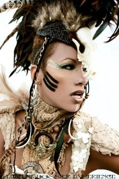 Understated makeup for voodoo look Costume Tribal, Voodoo Costume, Art Costume, Costume Makeup, Costume Ideas, Witch Doctor Costume, Warrior Costume, Cosplay Ideas, Halloween Makeup