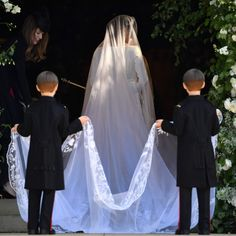 All the Ways Meghan Markle's Wedding Dress Is Different From Kate Middleton's All the Ways Meghan Markle's Wedding Dress Is Different From Kate Middleton's,COSMO Wedding All the Ways Meghan Markle's Wedding Dress Is D Harry And Meghan Wedding, Harry Et Meghan, Harry Wedding, Meghan Markle Prince Harry, Prince Harry And Megan, Wedding Robe, Wedding Veil, Wedding Gowns, Wedding Day
