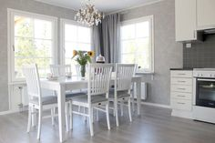 Älvsbytalo, valoisa keittiö. Suometar-talo (2h+k+s, 81,5 m²+yläkerta 38 m²)