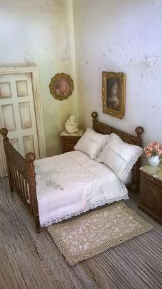 Miniature Dollhouse IRON BED with BEDSIDE di LecreazionidiNadia su Etsy